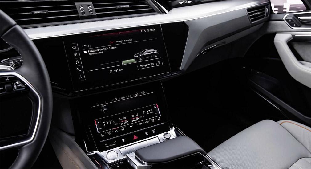 Компания Audi показала интерьер кроссовера E-Tron 2