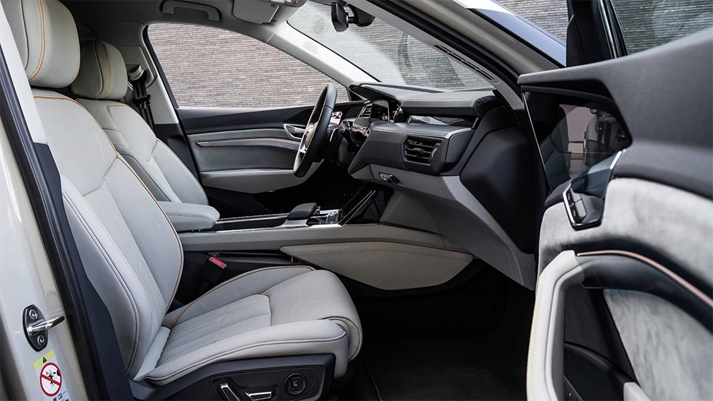 Компания Audi показала интерьер кроссовера E-Tron 4