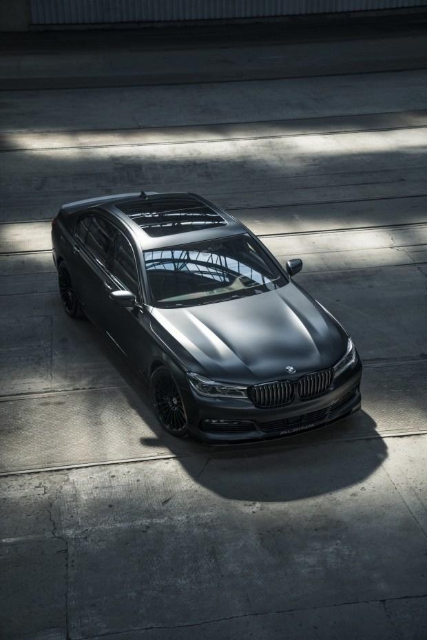 Компания BMW выпустила уникальный седан 2