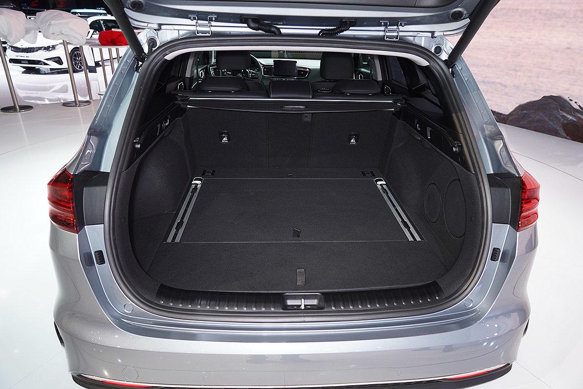 «Шаг вперед»: тест-драйв Kia Ceed нового поколения 5