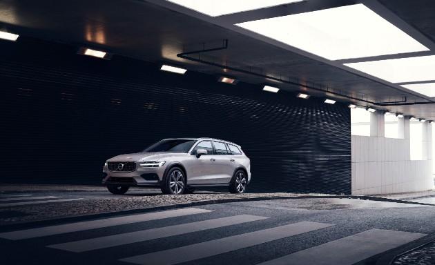 Volvo выкатила новый проходимый универсал V60 Cross Country 1