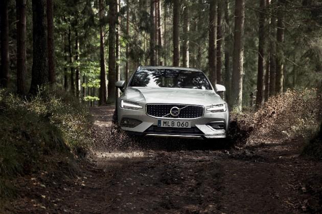 Volvo выкатила новый проходимый универсал V60 Cross Country 3