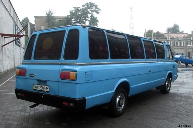 В Украине показали редчайший автобус ЗИЛ-118 Юность 2