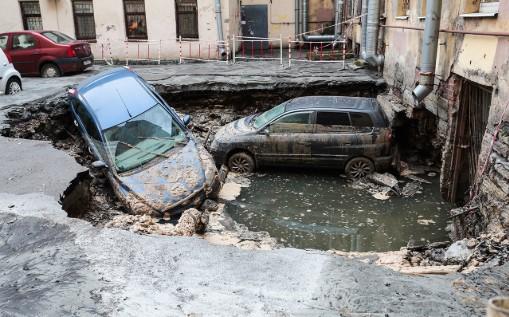 В России провалилась дорога: погибли люди 1