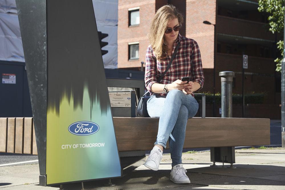 Ford разработал идеальную скамейку для пешеходов 2