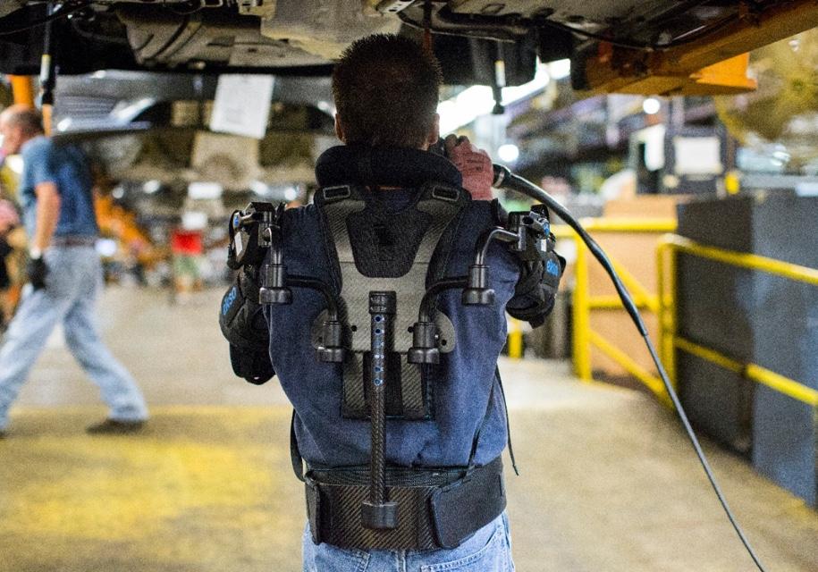 Сотрудники завода Ford оденутся в экзоскелеты 1