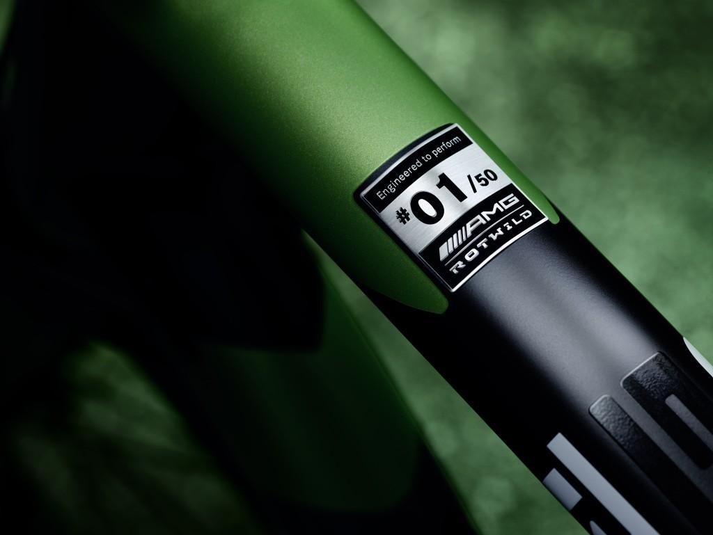 Mercedes-AMG представил карбоновый велосипед 4