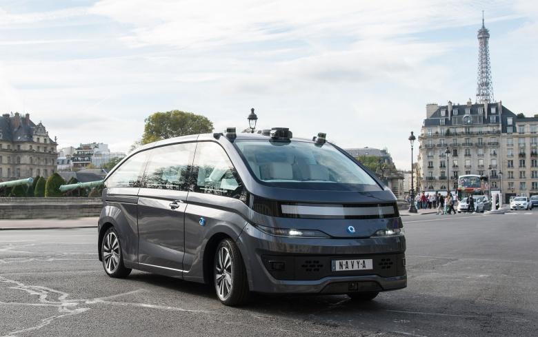В Париже появилось «зловещее» такси 1