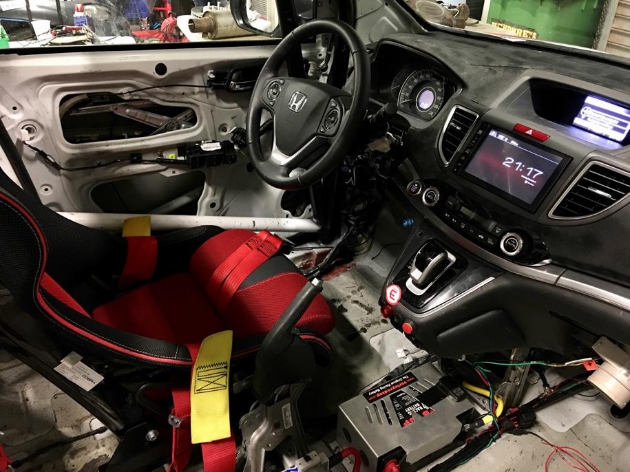 Кроссовер Honda CR-V приспособили для гонщиков-инвалидов 2