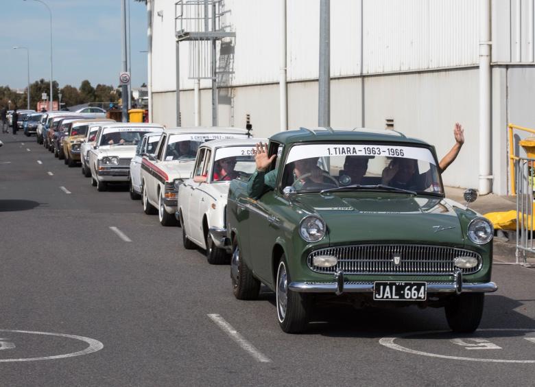 Рабочим, уволенным с закрывающегося завода «Тойоты», устроили «церемонию прощания» 2
