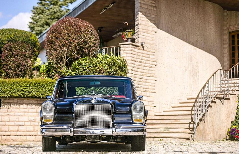 «Как у Мао Дзедуна»: роскошный лимузин Mercedes-Benz 600 Pullman пустят с молотка 2