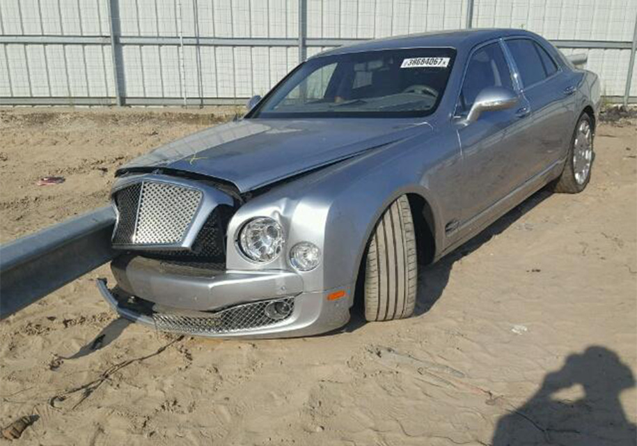 Bentley, насквозь пробитый отбойником, выставили на продажу 1