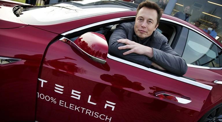 Tesla уволила сотни руководителей 2