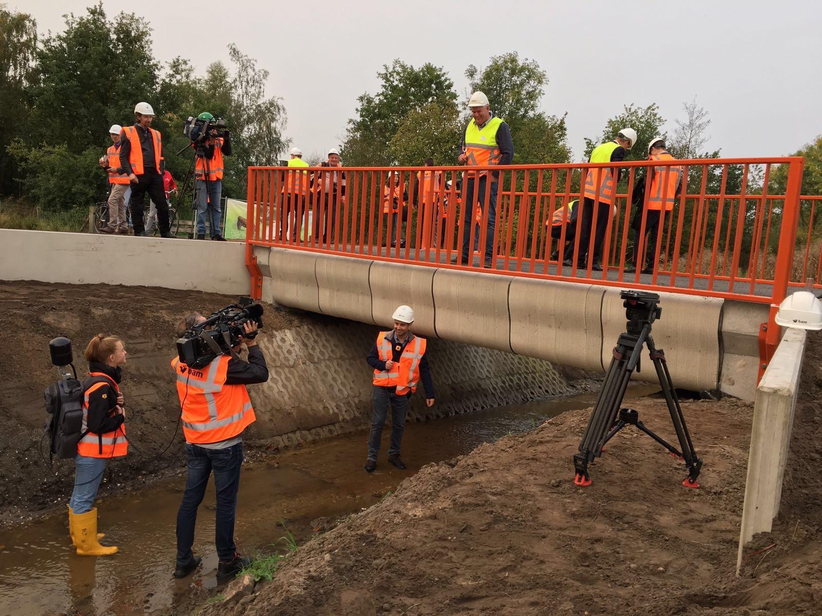 В Нидерландах открыли автомобильный мост, напечатанный на 3d-принтере 1