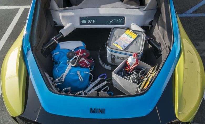 Mini представил автомобиль с двумя багажниками 3