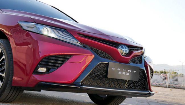 Новая Toyota Camry выходит на рынок 1