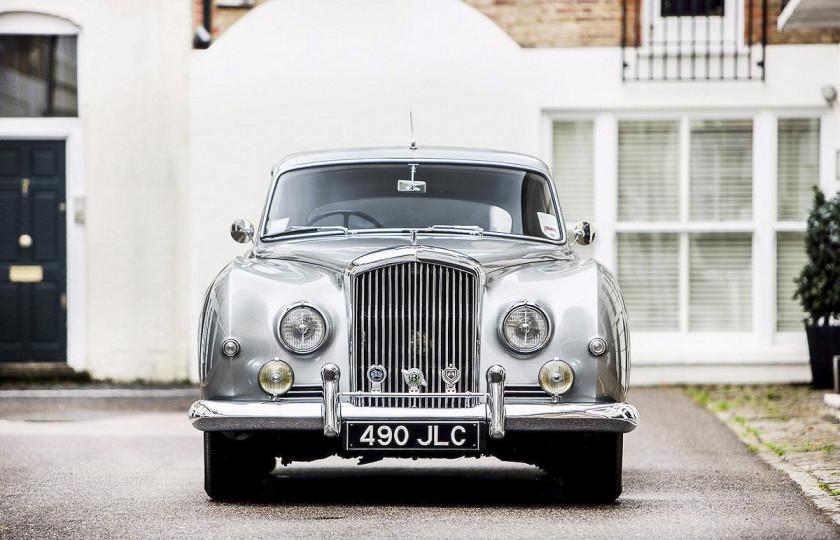 Элтон Джон выставил на продажу свой любимый автомобиль 4
