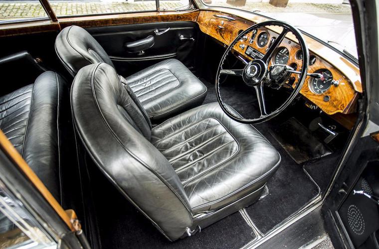 Элтон Джон выставил на продажу свой любимый автомобиль 3