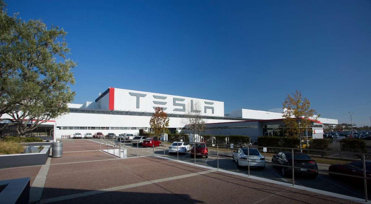 Глава Tesla за один день потерял почти миллиард долларов 1