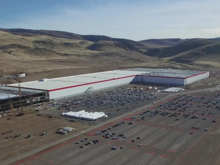 Tesla уволила сотни руководителей 1