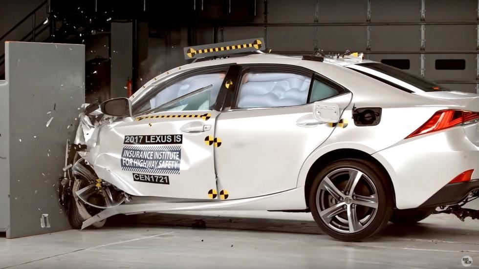 Седан Lexus IS прошел краш-тест 2