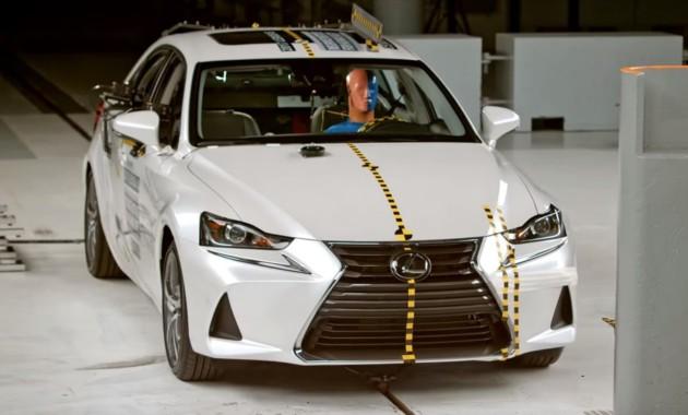 Седан Lexus IS прошел краш-тест 1