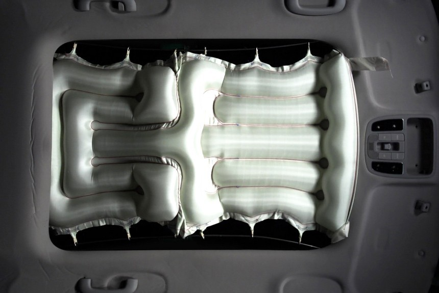 Hyundai разработал подушки безопасности для панорамной крыши 2