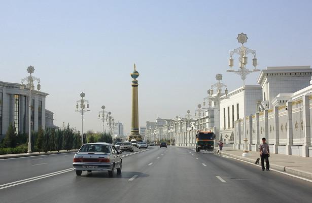 «Абсурд зашкаливает»: в Туркменистане запретили автомобили всех цветов, кроме белого 1