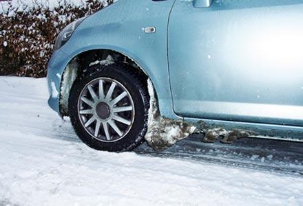 Какую опасность таит снег, набившийся в колесные арки 1