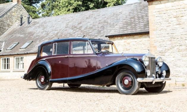 Королева Великобритании продает с аукциона раритетный Rolls-Royce 1