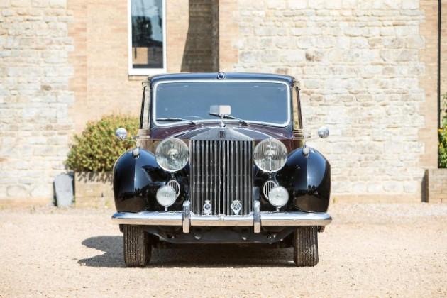 Королева Великобритании продает с аукциона раритетный Rolls-Royce 2
