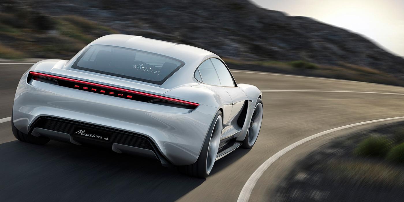 Porsche рассекретила характеристики первого серийного электрокара 1