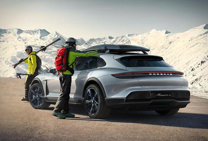 Озвучены сроки выпуска первого электрического кроссовера Porsche 1