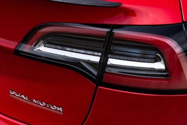 Илон Маск анонсировал новую версию Model 3 1