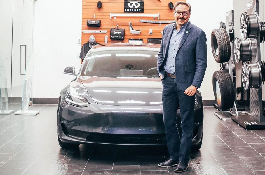 Дилер Infiniti продал клиенту Tesla, потому что у марки пока нет электрокаров 1