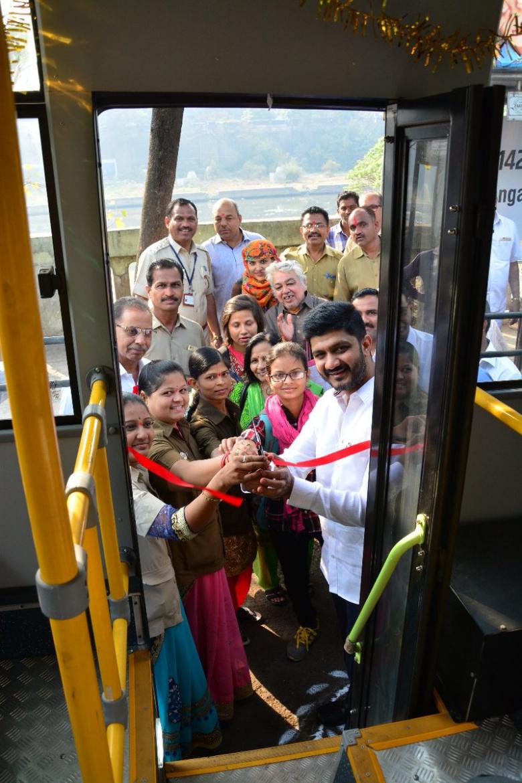 В Индии появились «женские» автобусы 1