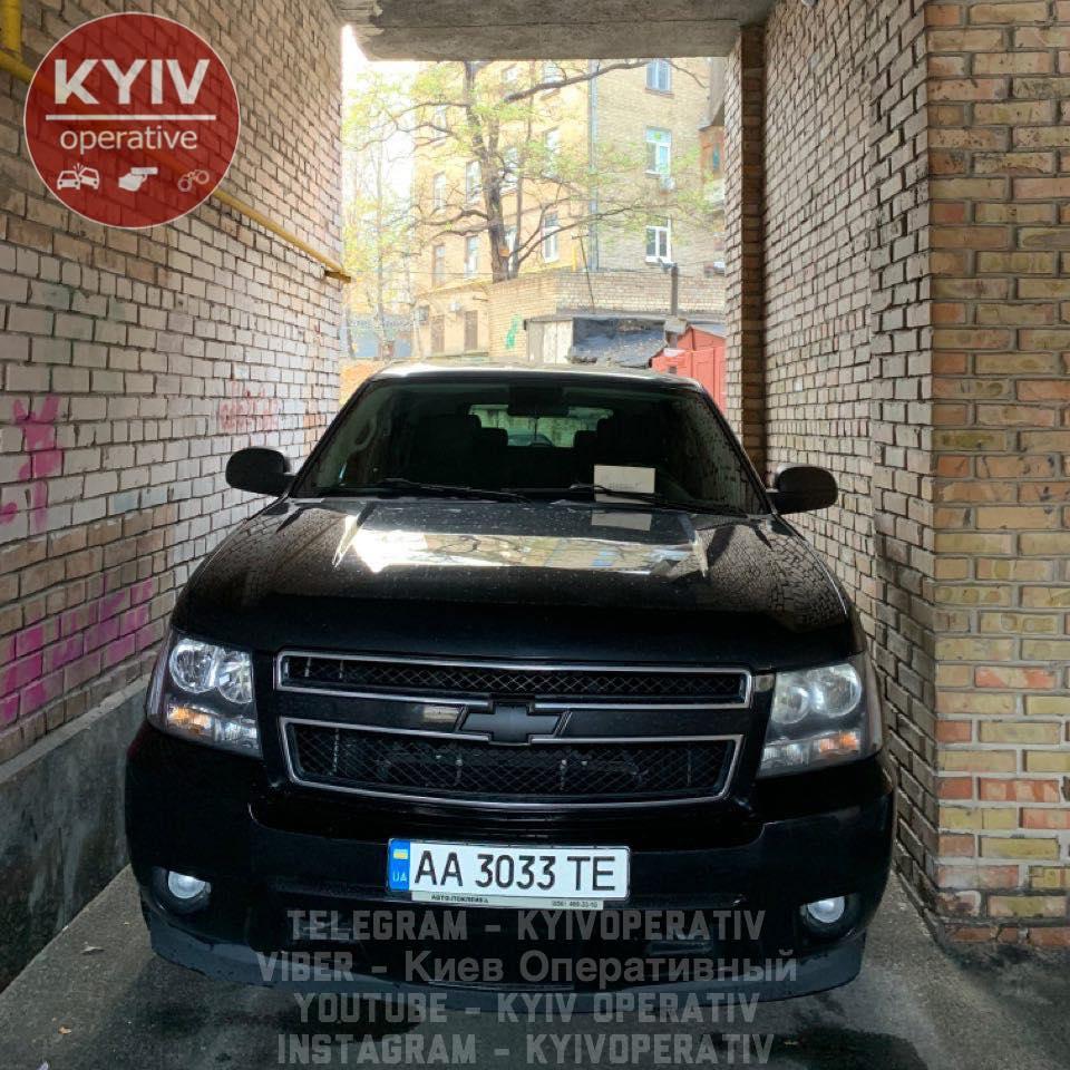 Пользователи Сети высмеяли столичного «героя парковки» 1