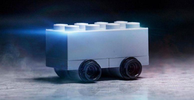 Компания Lego высмеяла электрический пикап Tesla 1