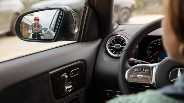 Mercedes-Benz продемонстрировал салон нового GLA 1