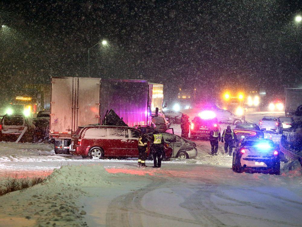 На скоростной трассе столкнулись четыре десятка автомобилей 1