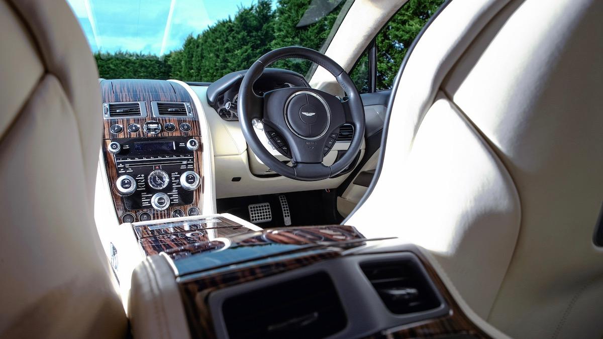 В продаже появился уникальный универсал Aston Martin 3