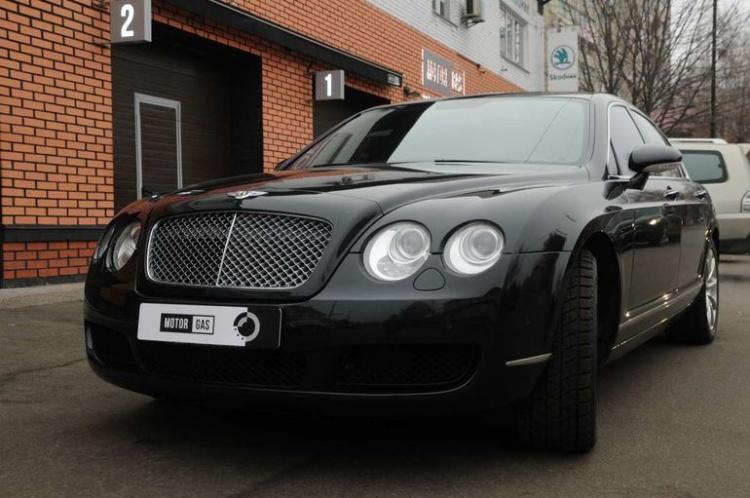 В Украине замечен роскошный Bentley Flying Spurs с ГБО 1