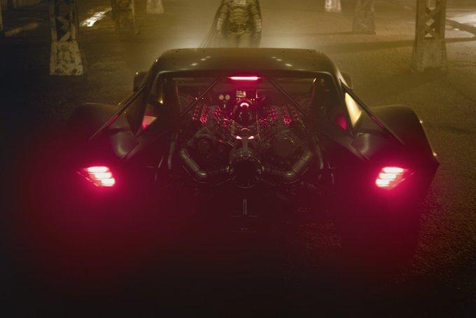 В Сети показали новый Бэтмобиль 2