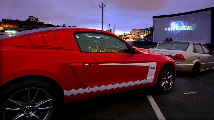 Коронавирус возродил автомобильные кинотеатры 1