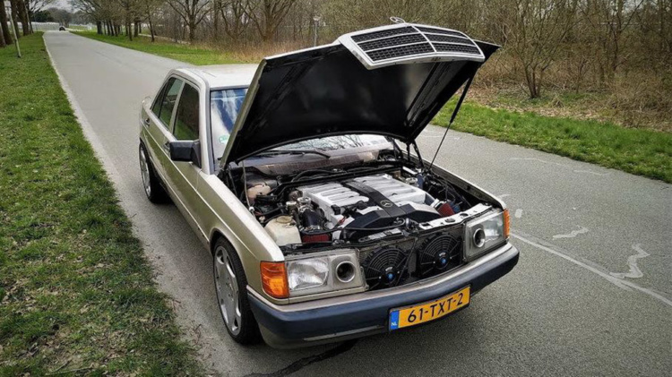 Компактный 190-й «Мерседес» получил 12-цилиндровый мотор от «шестисотого» 1