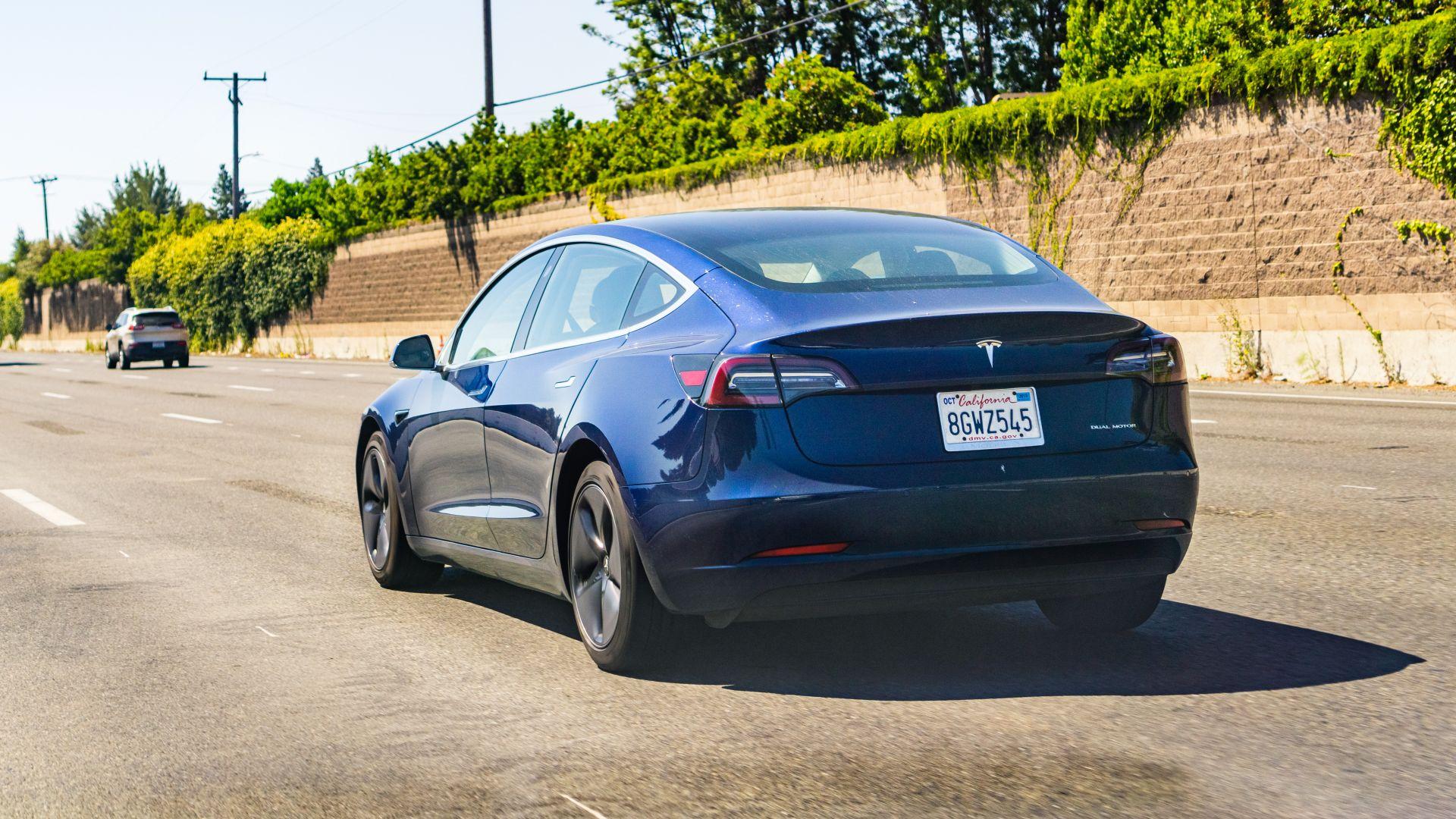 Компания Tesla начала «бесконтактную» продажу электрокаров 1
