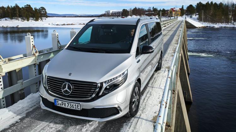 Mercedes вывел на тесты люксовый электрический минивэн 2