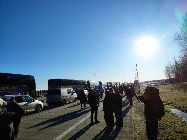 В Сети показали шокирующие кадры с польско-украинской границы 2