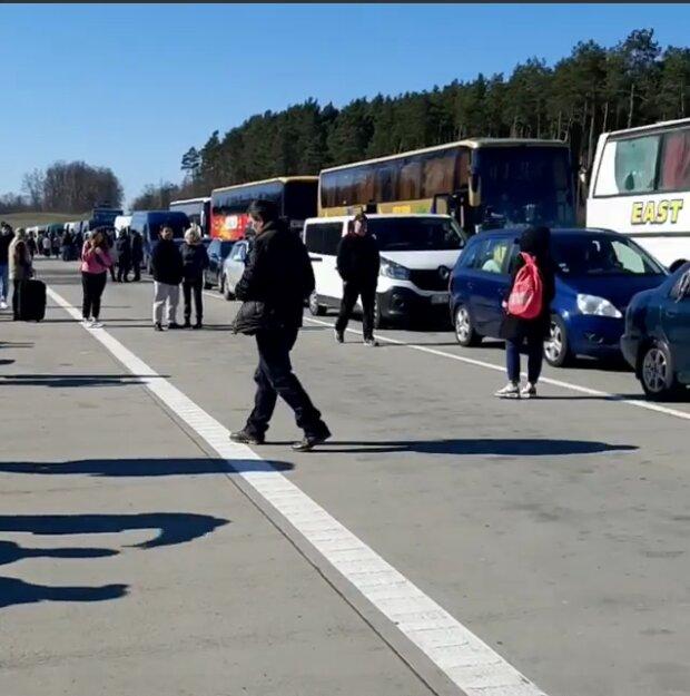 В Сети показали шокирующие кадры с польско-украинской границы 1