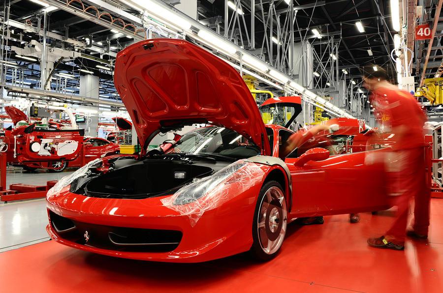 Компания Ferrari также прекращает выпуск автомобилей 1